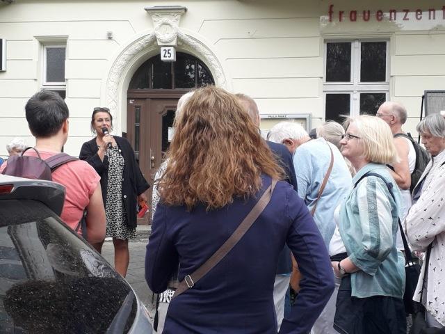Astrid Landero begrüßt bei Paula Panke